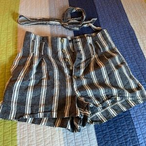 Abercrombie - High Waisted Linen Paperbag shorts